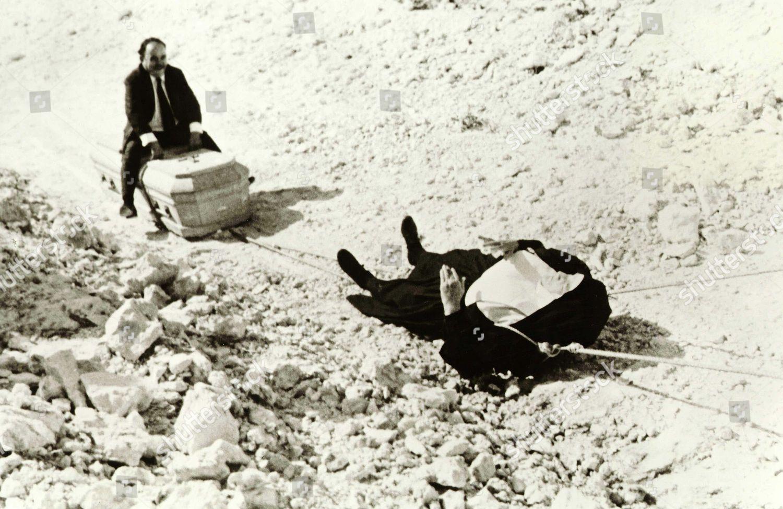 death-of-a-bureaucrat-1966-shutterstock-editorial-5873137b.jpg